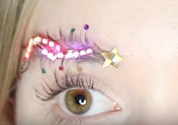 Christmas Tree Eyebrows.Sight Magazine Strangesights Raising An Eyebrow At
