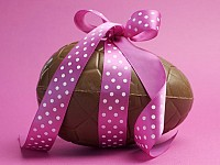 A SUSTAINABLE LIFE: EASTER EGGS - HUNTING FOR A SOLUTION TO EXCESSIVE PACKAGING