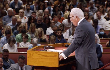 Church v state: US pastor John MacArthur believes the Bible trumps COVID-19 public health orders. Legal scholars say no
