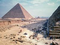 SNAPSHOT: PYRAMIDS, EGYPT